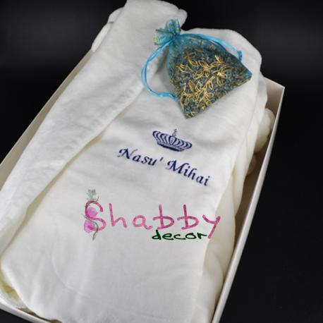 Cadou Personalizat Halat de Baie pentru Nas Brodat cu Coroana Regala
