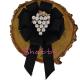 Brosa-Papion Handmade Camasa cu Strugure Stilizat auriu cu Perlute si Strasuri