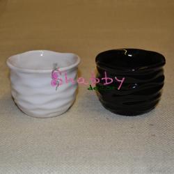 Vas ceramica mic rotund cu model ondulat