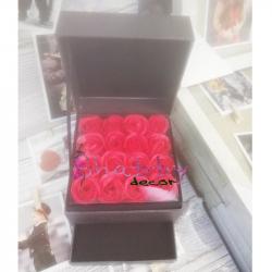 Cutie Cadou cu 16 Trandafiri Sapun Rosu si Spatiu Bijuterii