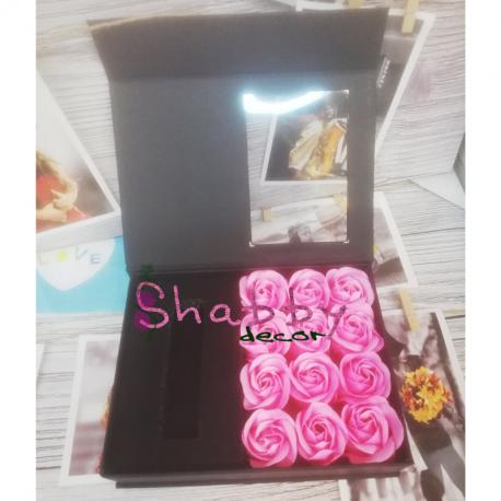 Cutie Cadou cu 12 Trandafiri Sapun si Spatiu Bijuterie