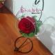Trandafir criogenat rosu in glob rotund de sticla